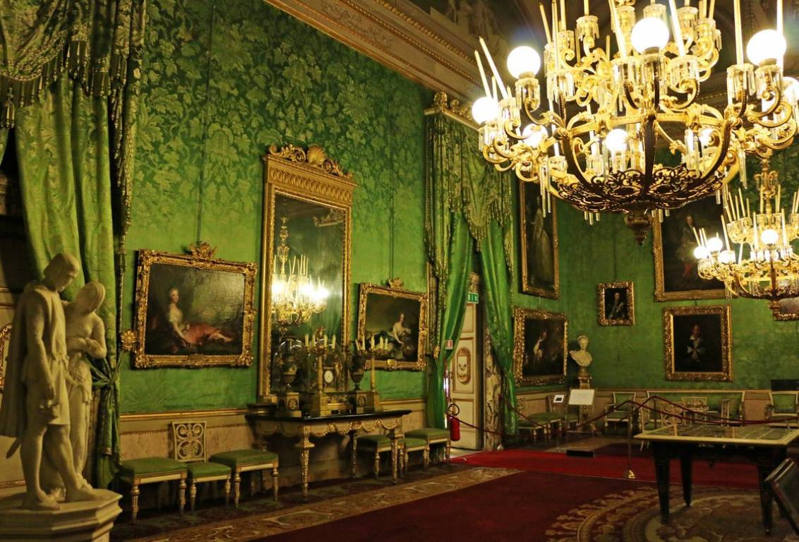 during the walking tour of florence you will discover the Royal Apartments: a suite of 14 rooms, used by the Medici family