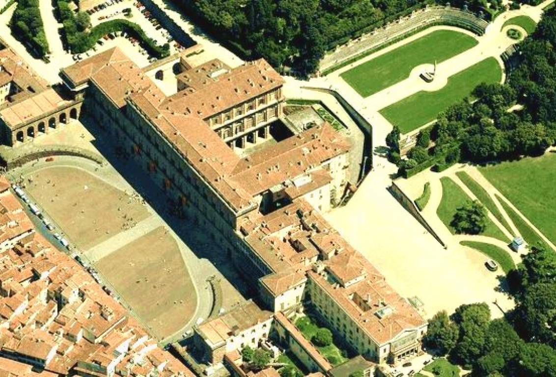 Discover the magnificence of Pitti Palace in florence, residence of the Medici family