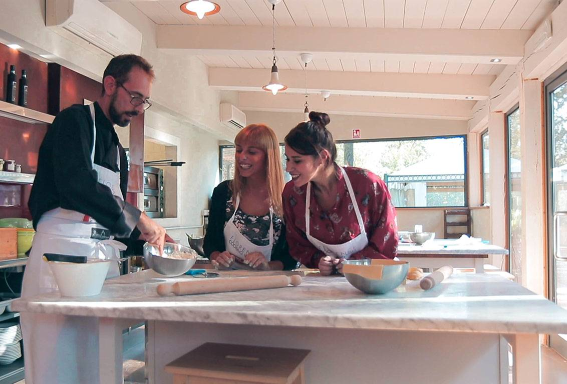 cooking class in tuscany in an intimate and friendly atmosphere