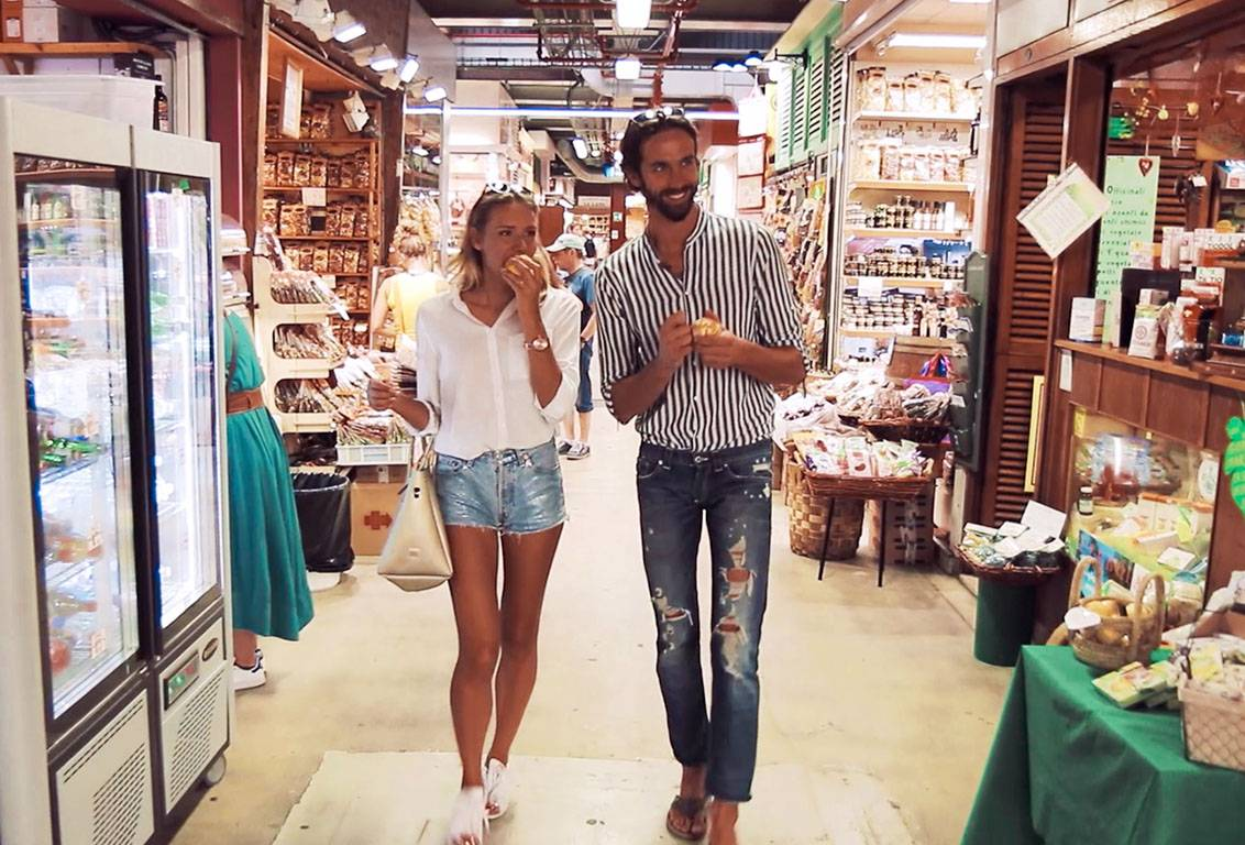 learn about some gourmet typical Tuscan products and buy some of the freshest ingredients you will need for the recipes in your cooking masterclass and food tour of Florence, in Italy