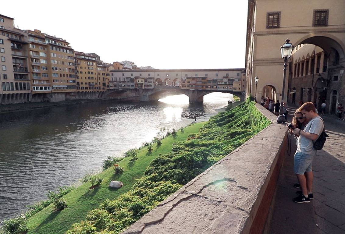 with our walking tour of florence admire Santa Trinita, Pontevecchio Bridge, the secret Vasari Corridor and much much more