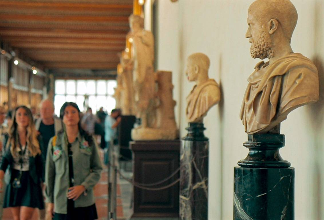 with our florence walking tour you will discover the main rooms of the Uffizi Gallery, skipping the usual lines thanks to a reserved priority entrance