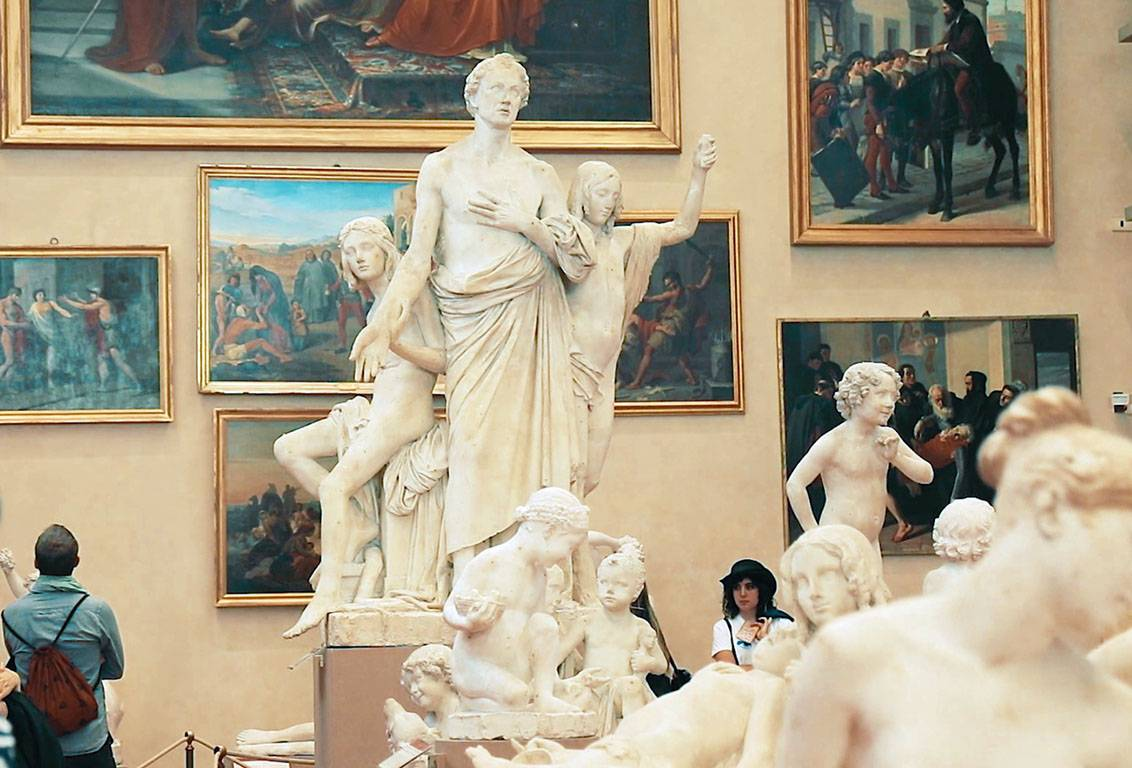 after the bike tour of central florence you will visit the Accademia Gallery and you will have the opportunity to remain inside the museum after the tour is finished