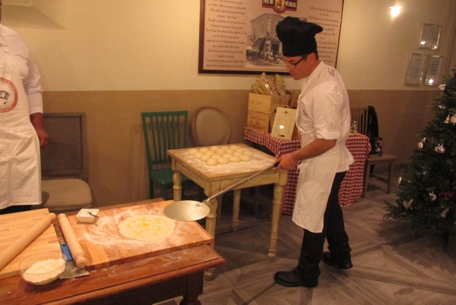 our pizza and gelato cooking class will make your elbows swing as you stretch your own italian Pizza to its round shape