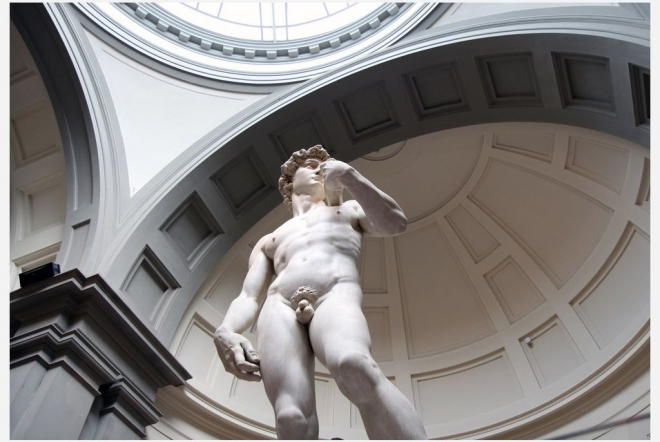 florence walking tour: don't miss the opportunity to admire the famous David of Michelangelo from every perspective