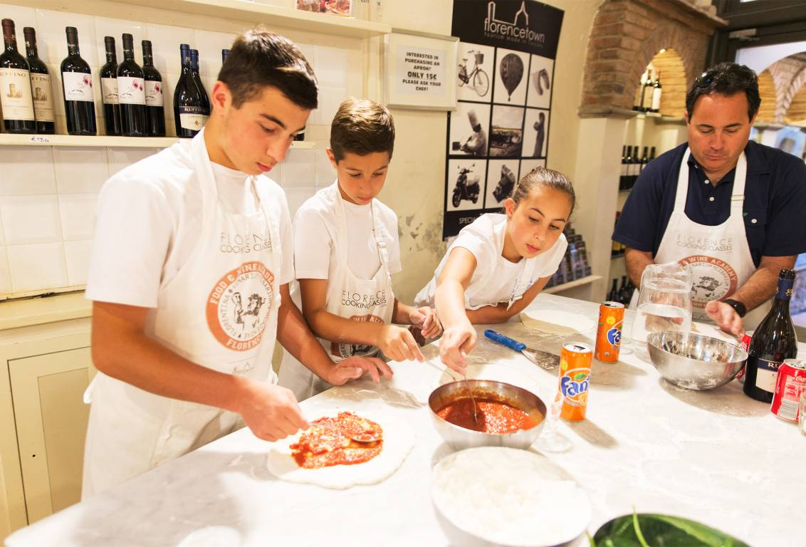 Florencetown pizza class in Florence is the perfect family activity