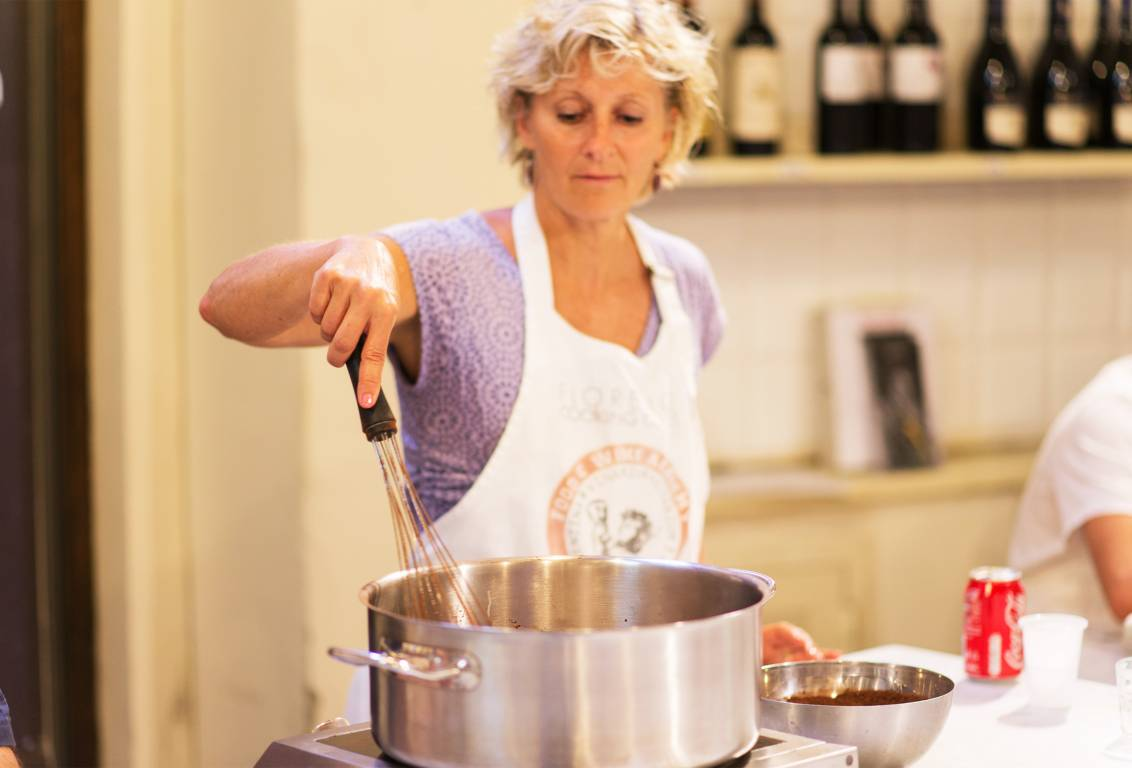 Uncover the secrets for italian pizza making and gelato in the exclusive atmosphere of a small group tour