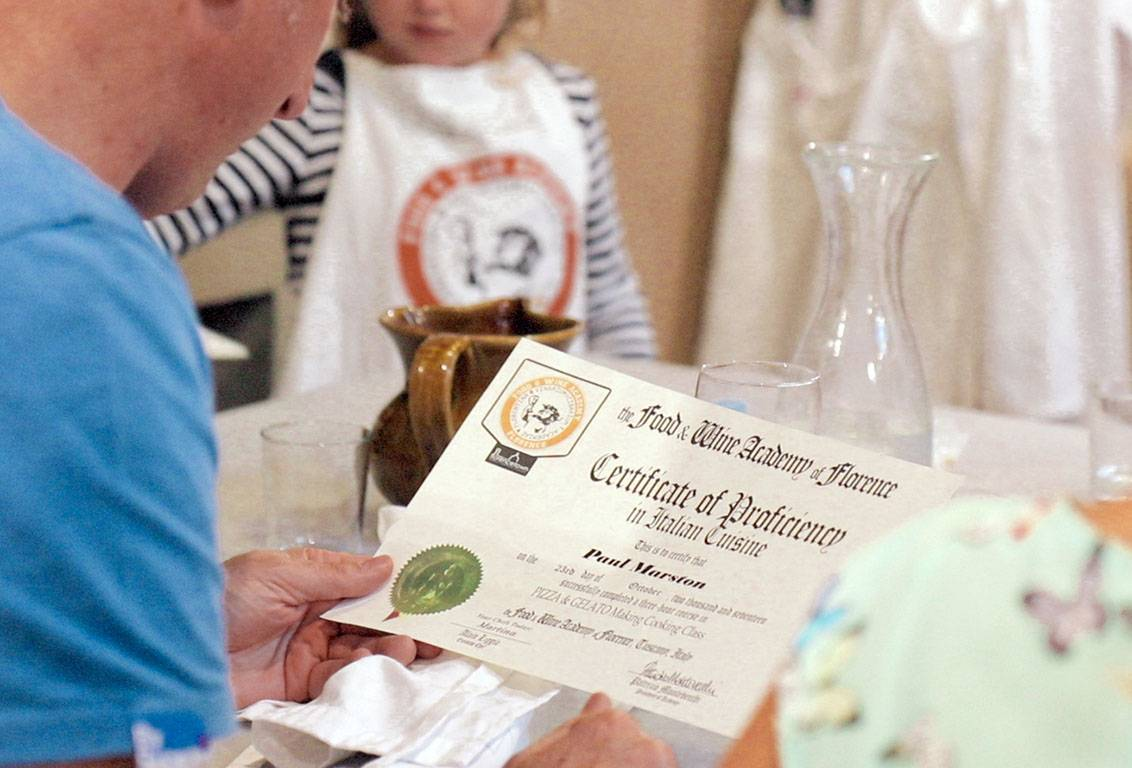 Pizza class near Florence: get your Recipe Booklet and Graduation Certificate