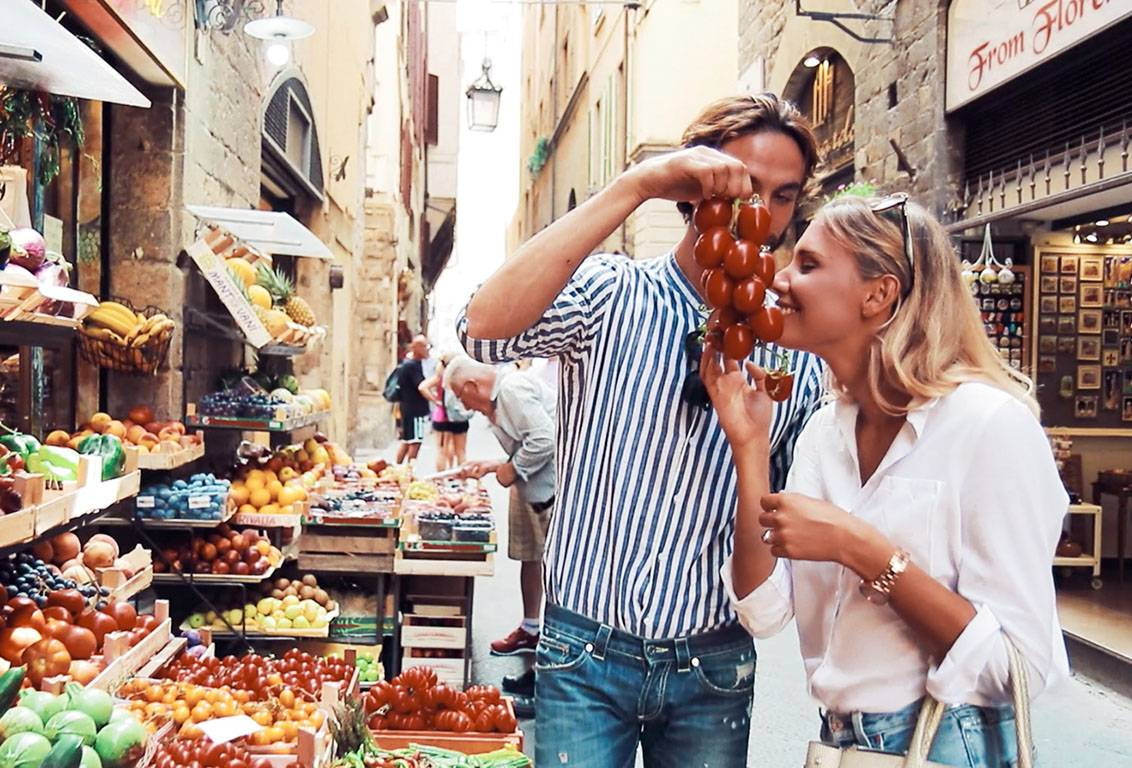 discover the fascinating historic Florentine Bottegas and taste the typical tuscan products during a Florence food tour