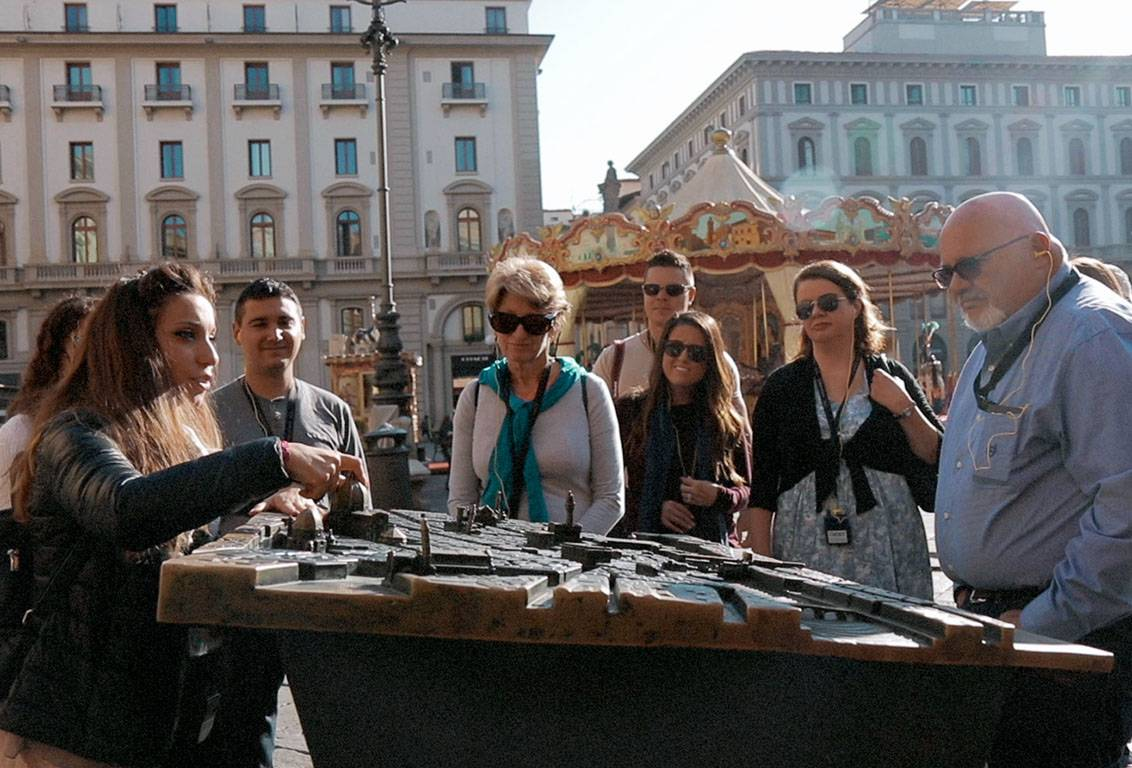 our walking tour explores the historic and architectural evolution factors from the Roman foundation through medieval centuries and its Renaissance glorious period up to modern time Florence