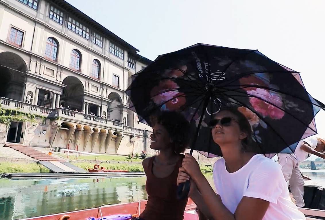 Come aboard a traditional boat for a romantic and unique cruise on the Arno river