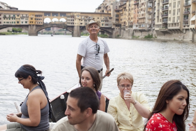 with our mini cruise you will have a relaxing visit of florence: no noisy engines, only the charm of tradition and the voice of your english speaking expert guide