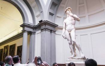 the statue of David: the most known masterpiece of Michelangelo and an unmissable attraction in florence