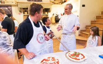 Make pizza in the oven with Florencetown professional pizza chef, called pizzaiolo