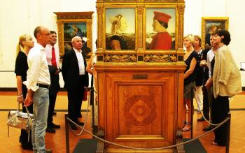 a small group tour is the best solution to learn everything about the amazing works of Uffizi museum