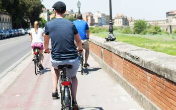 Florence bike tour: ride through the narrow streets of the main center and the Oltrarno reaching the most amazing monuments of Florence