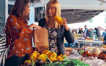 visit Florence Farmers' market with our tour and taste the fresh ingredients you will need for the cooking class