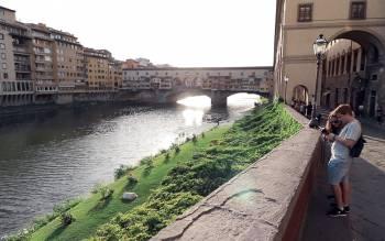 with our walking tour of florence admire Santa Trinita, Pontevecchio Bridge, the secret Vasari Corridor and much much more