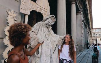 Walk through the amazing center of Florence and discover its unique secular heritage and breathtaking beauty with an expert and fun tour guide