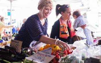 Visit Florence Farmers' Market and learn about fresh organic ingredients