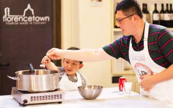 Learn how to make gelato with Florencetown pizza and gelato class