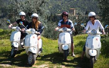 Admire the sights, smells and sounds of the Chianti countryside with our tuscany by vespa tour
