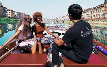enjoy our florence boat tour on arno river on board the Barchetto conducted by a barcaiolo, a true florentine tradition holder